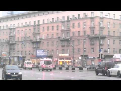Две скорые пропускают кортеж Путина на Кутузовском