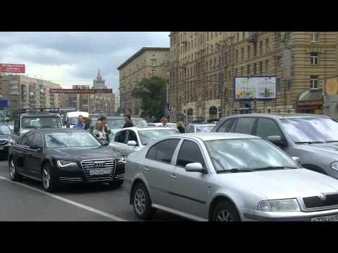 Царь Батюшка едет по Кутузовскому, холопы стоят и ждут