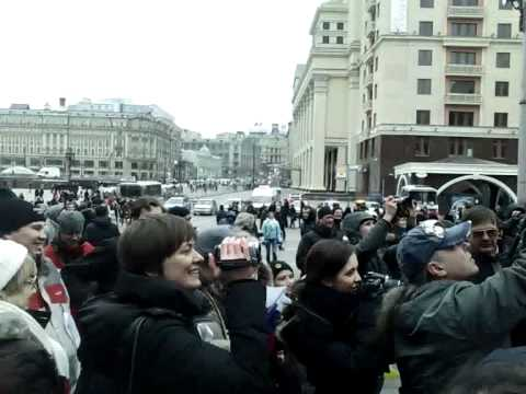 Закрыта Красная площадь и согнаны войска: Трусливая власть испугалась белую ленту