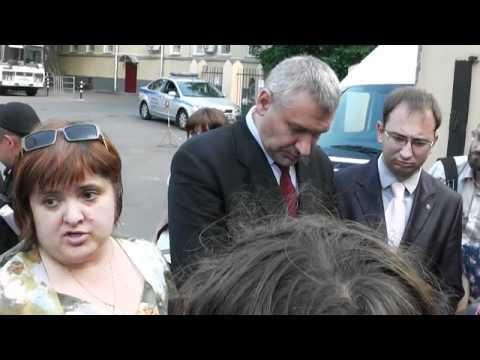 Православнутый отвесил девушке пощечину и будет бить дальше