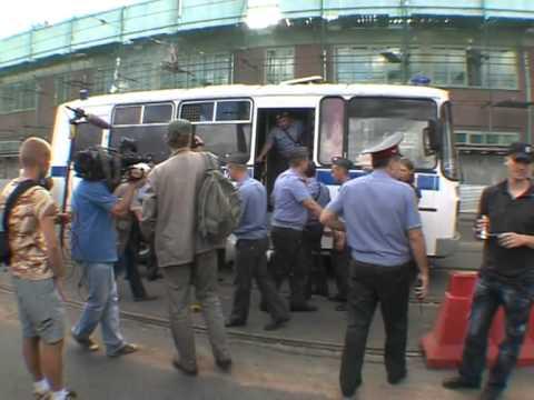Оккупай Бастрыкин: Задержание Удальцова у здания СК