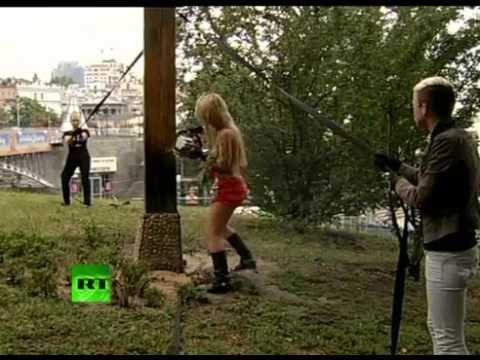 Femen: Трэш-молебел Крестоповал в поддержку «жертв кремлевско-поповского режима»