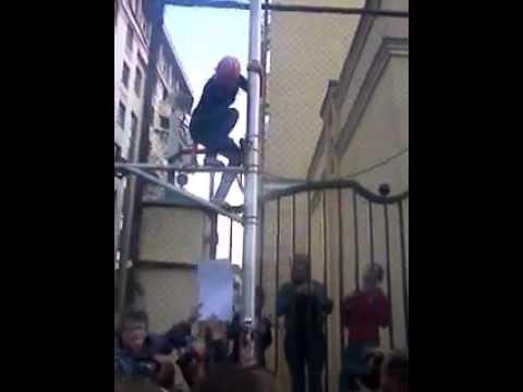 Путинский ОМОН на заборе посольства Турции