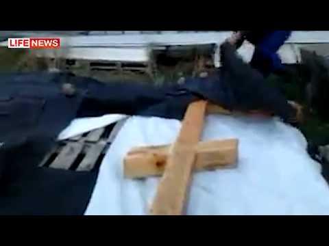 Вандалы спиливают поклонные кресты