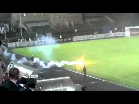 Матч Торпедо — Динамо: Пиротехническое побоище и массовая драка
