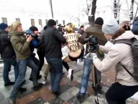 Femen атакует Верховную Раду: Вход конем