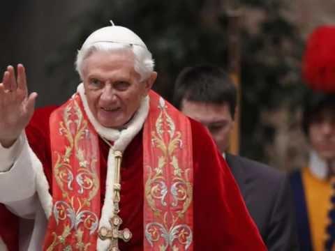 Папа Римский Бенедикт XVI собирается покинуть трон
