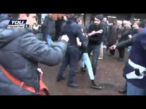 Femen атаковали Берлускони на избирательном участке