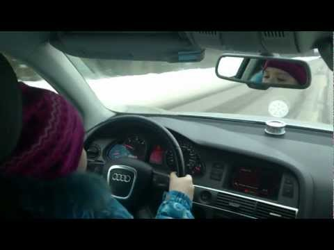 8-летняя девочка за рулем Audi выжала соточку на трассе