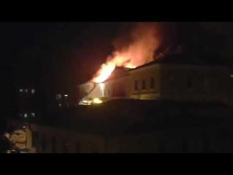 В центре Москвы горит здание ГИТИСа