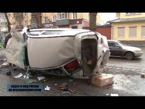 Красноярск: Машина рухнула на идущую по тротуару семью
