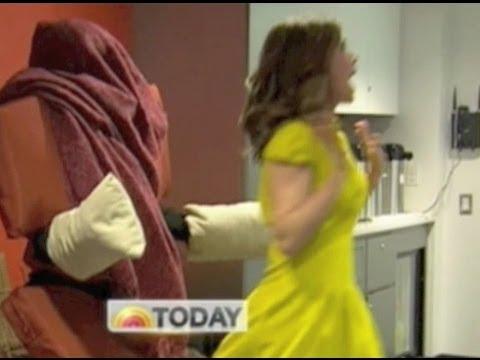 Калифорния: Человек-стул напугал посетителей кафе