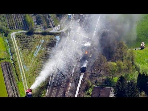 В Бельгии сгорел поезд с химикатами: 33 человека отравились цианидами