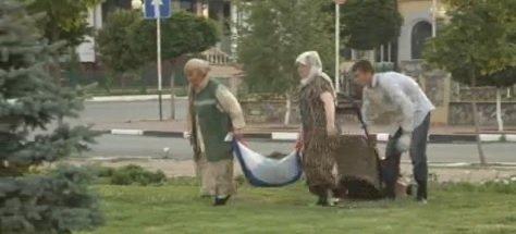 Неизвестная Чечня: Российский флаг для переноски травы и листьев