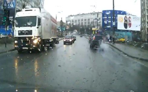 Мурманск: Пожилая женщина погибла под колесами грузовика