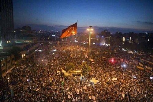 Стамбул Площадь Таксим готовится к штурму 14 июня 2013 года Прямой эфир / Трансляция
