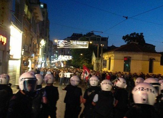 Стамбул Площадь Таксим Разгон лагеря протеста 15 июня 2013 года Прямой эфир / Трансляция