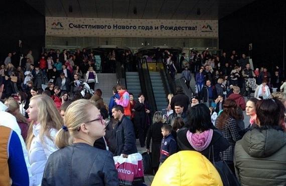 Сочи Эвакуация торгового центра из-за пакета с бомбой 3 января 2014 года Прямой эфир / Трансляция