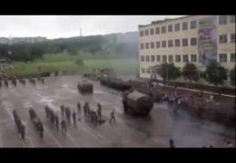 День России Уссурийск: 12 июня 2014 года — БТР переехал десантника