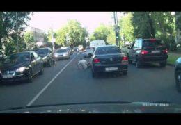 Свинья на русских дорогах — Водитель сбил пожилого человека за замечание