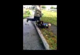 Путляндия: Бездомный избил школьника за ругань и бросок камнем