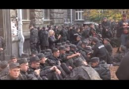 Бойцы Нацгвардии пикетируют администрацию президента Киев 13 октября 2014 года Прямой эфир / Трансляция