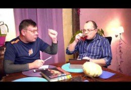 Антикризисные меры обсуждают депутат Лаврентий Августович и его помощник Шурка