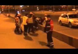 На месте убийства Немцова Собянин возвел сцену для гуляний: Боевики Гормоста избивают людей