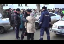 Астрахань: Бабушки против полиции — Народный бунт у ОблДуры 24 ноября 2016 года
