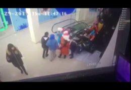 В Ставрополе школьников затянуло под эскалатор