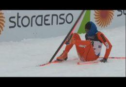 Падающий лыжник из Венесуэлы на чемпионате мира по лыжным видам спорта в Финляндии
