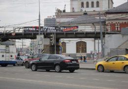 Аресты в Москве за баннер: Путин это война Путин это смерть