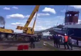 В Иркутске автокран спустили на воду вместе с теплоходом: Инновационный прорыв Пуйлостана